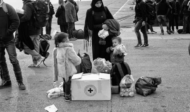 Syria_refugee-crisis_black-and-white-piraeus-port-greece